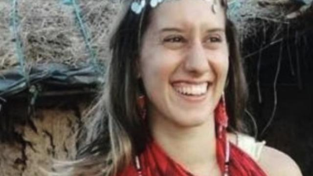 Silvia Romano, nuova ipotesi sul rapimento: sarebbe stata venduta ai terroristi dai masai