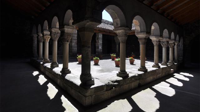 Un monasterio catalán que fue presa de misas satánicas