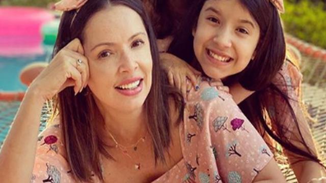 Bel Para Meninas: Mãe da youtuber é acusada de maltratar e constranger a filha