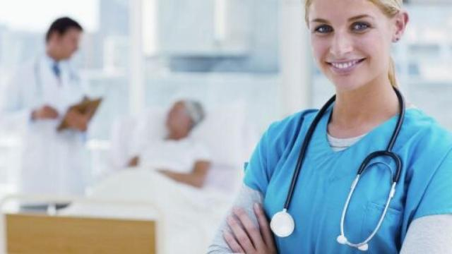 Covid-19, premio infermieri: si va da 1 euro al giorno a 1200 euro mensili, anche per Oss