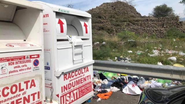 Bergamo, bambino di 11 anni muore: è rimasto incastrato nel cassonetto degli abiti usati