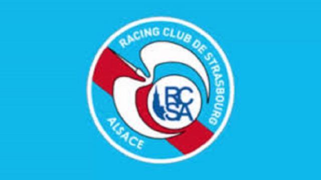 RC Strasbourg : Les joueurs pourraient bouger de Simakan à Lienard, Laurey partage