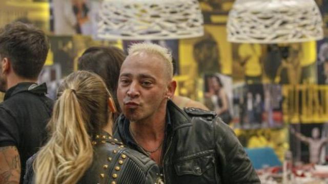 Salvo Veneziano provoca Cristina Plevani: 'Come mai non ti sei fatta una famiglia?'