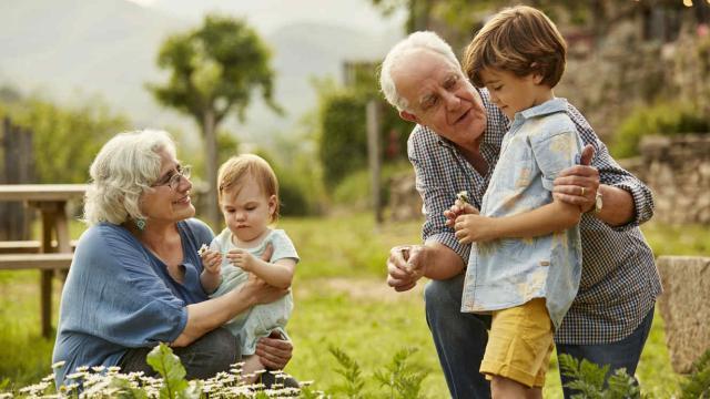 Es posible visitar a los abuelos en la primera fase con las medidas adecuadas