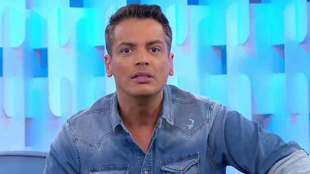Leo Dias diz que cantora Anitta sempre levou terceira pessoa para a cama