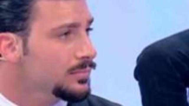 Uomini e Donne, Nicola Vivarelli potrebbe avere un profilo su Tinder (RUMORS)