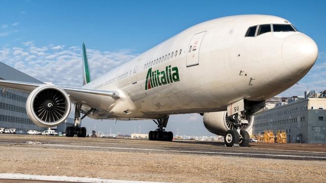 Alitalia 'vola in sicurezza': termoscanner, mascherine, e sanificazione quotidiana