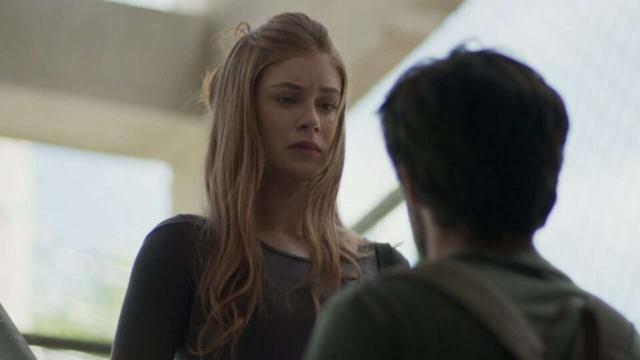 Arthur expulsa Eliza de casa e avisa que ela está fora do concurso em 'Totalmente Demais'