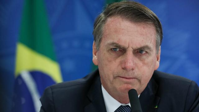 Bolsonaro ironiza veículos que suspenderam cobertura no Alvorada