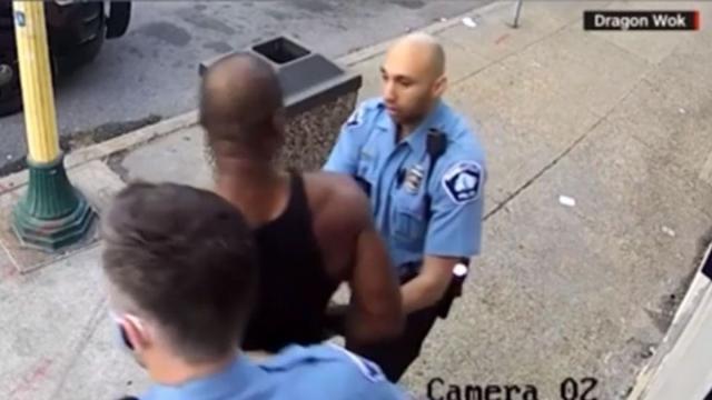 Ante nuevas imágenes de la muerte de Floyd la policía de Minneapolis queda en evidencia