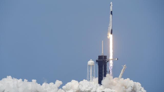 SpaceX: il lancio è ok, gli Usa tornano nello spazio dopo nove anni