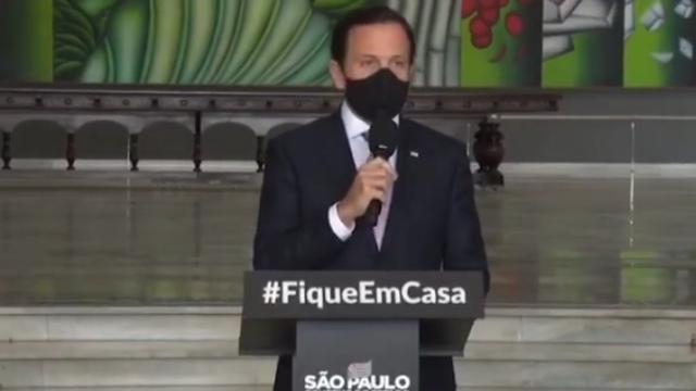 João Dória anuncia reabertura consciente de São Paulo, mas sob pressão volta atrás.
