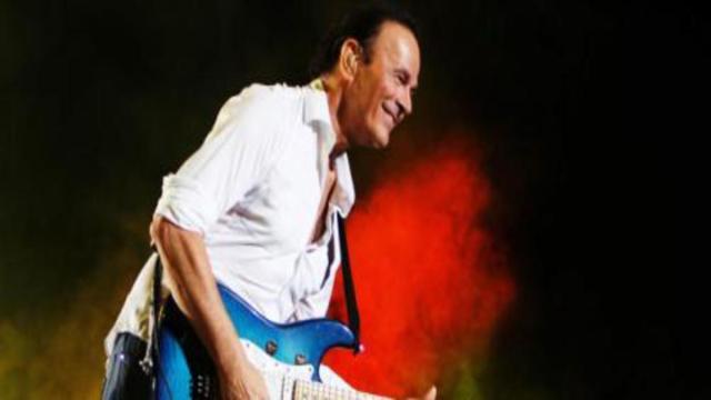 Tanti auguri Dodi Battaglia: il chitarrista oggi 1° giugno compie 69 anni