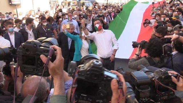 Scanzi critica la manifestazione del centrodestra a Roma: 'Una potenziale bomba a mano'