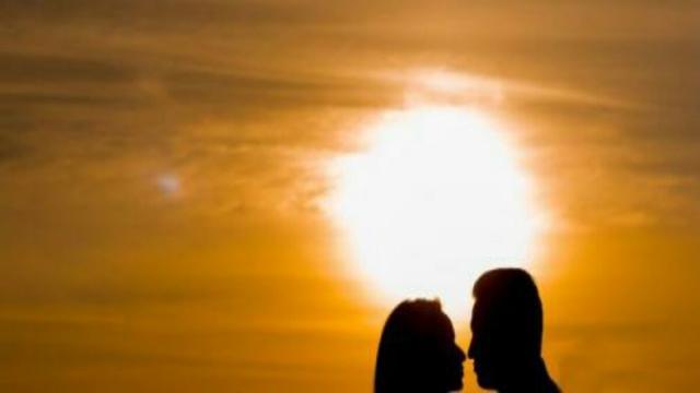 Oroscopo Amore 4 giugno: energie nascoste per Sagittario e mutevolezza per il Toro