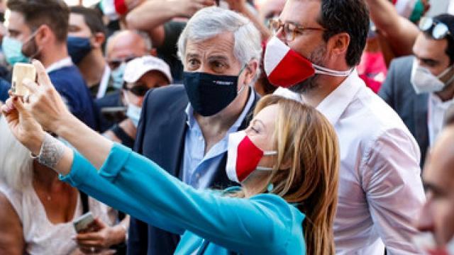 Manifestazione 2 giugno, polemiche, Salvini: 'non chiedo scusa'. Scanzi: 'vergogna'