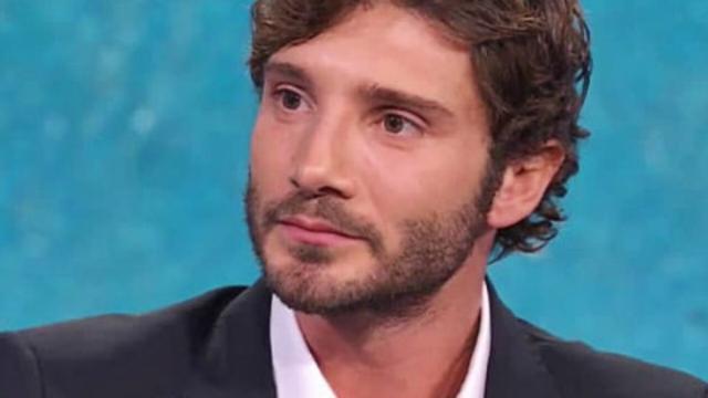 Stefano De Martino, l'omaggio a Troisi sembra una frecciatina a Belen