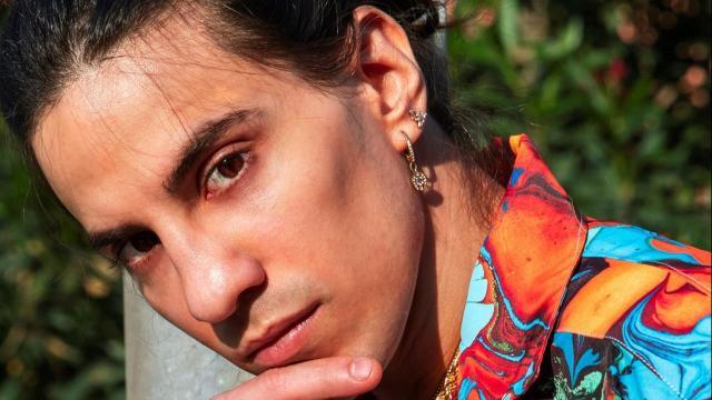 Tedua: il rapper subisce il furto del volante dell'automobile in una strada di Milano