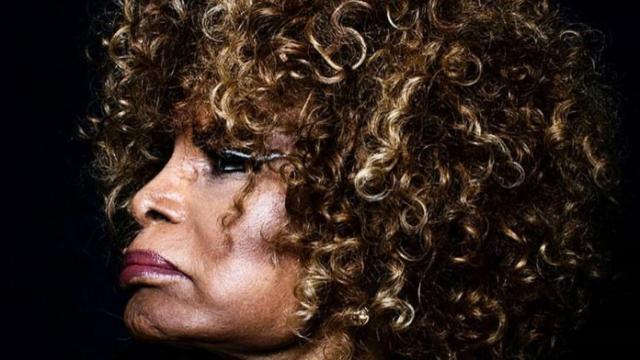 5 celebridades que comemoraram os 90 anos da cantora Elza Soares nas redes sociais