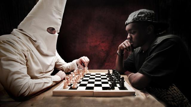 Gli scacchi sarebbero razzisti: dall'Australia arriva la stravagante teoria