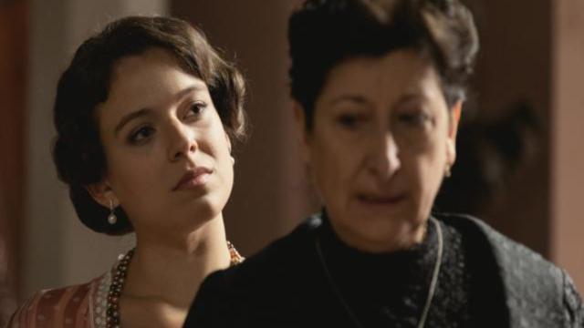 Una Vita, spoiler al 18 luglio: Genoveva torna ad Acacias e caccia Ursula da casa sua