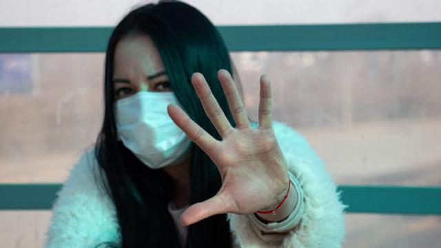 El coronavirus puede propagarse por el aire, admitió la OMS