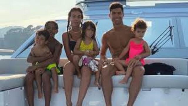 Cristiano Ronaldo et sa famille ont pris quelques jours de vacances dans un yacht à 6M€