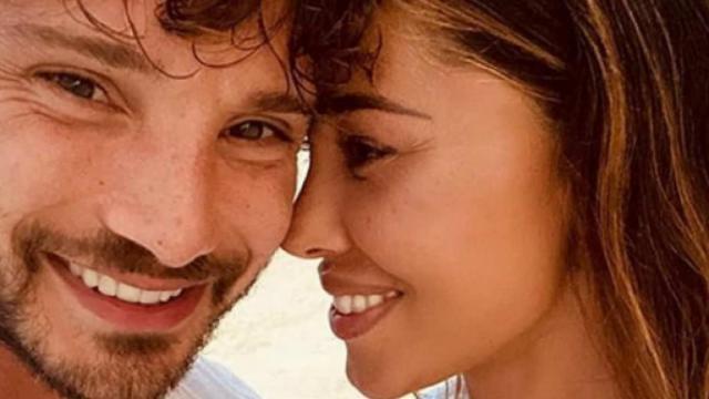 Belen Rodriguez e Stefano De Martino postano scatti simili su Instagram