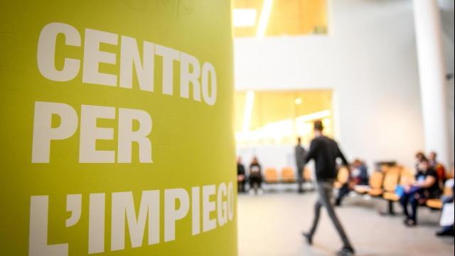 Lombardia: previsto un concorso per 881 posti da collocare nei Centri per l'impiego