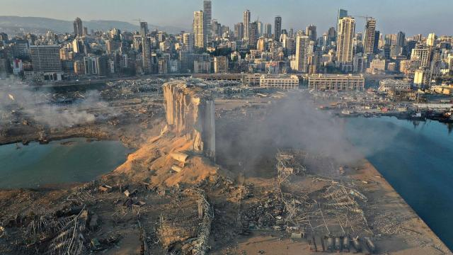 Drone filma destruição após explosão em Beirute
