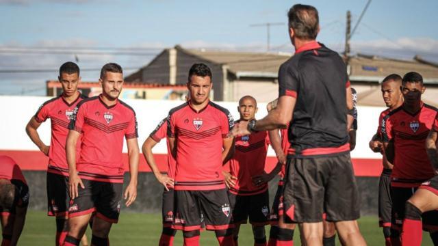 Às vésperas de jogo contra o Fla, 4 jogadores do Atlético-GO estão com Covid-19