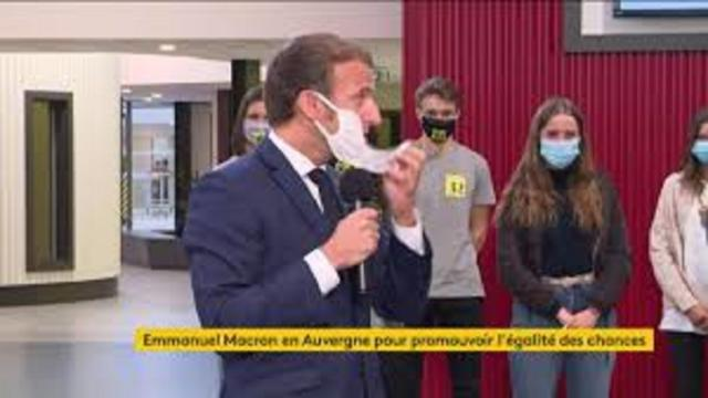 Emmanuel Macron, pris d'une quinte de toux, a dû retirer son masque en plein discours