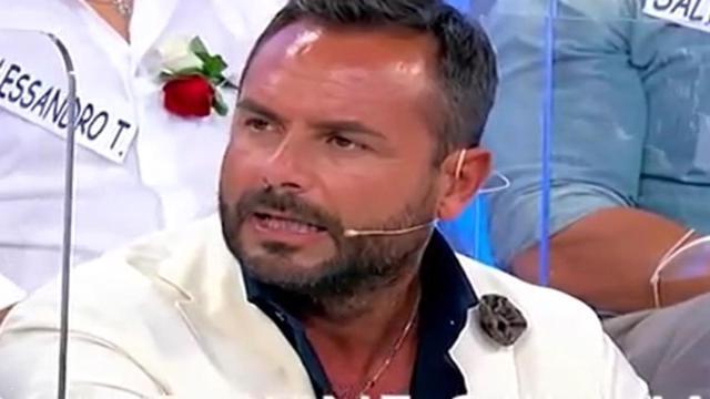 Uomini e donne: Enzo Capo lascia il programma per tornare dalla sua ex