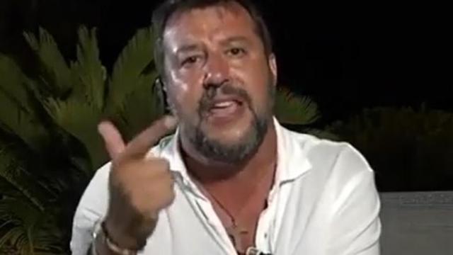 Salvini infortunato alla spalla, a Bergamo dice: 'Ho preso tre muscoril'