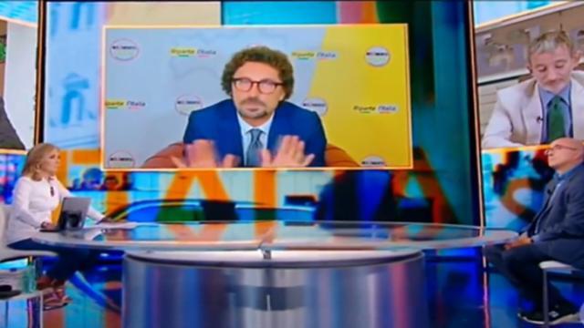Stasera Italia: Barbara Palombelli invita Toninelli a fare comizi altrove