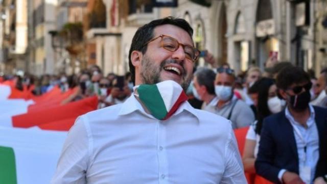 Quota 100, Salvini attacca Conte: 'Non la rinnova, è da ricovero'