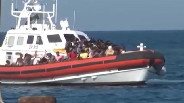 Migranti, Salvini e Meloni contro Lamorgese: Non portano Covid? Una bugia, governo spieghi