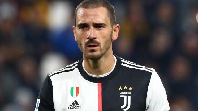 Juventus-Crotone, i tifosi criticano un tweet di Bonucci: 'Sei la rovina della difesa'