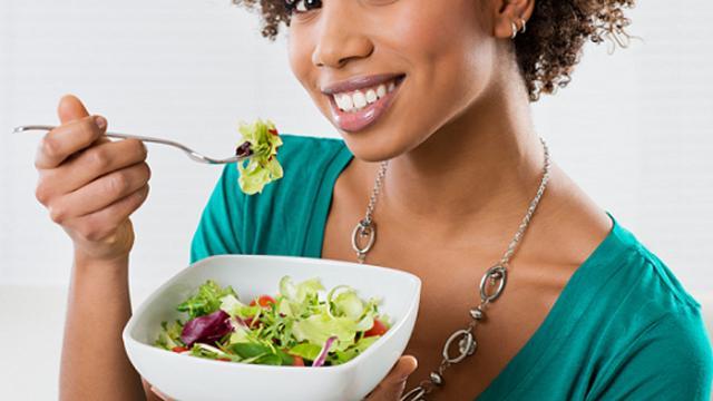 5 hábitos saudáveis que ajudam a comer menos, sem perder a qualidade da refeição