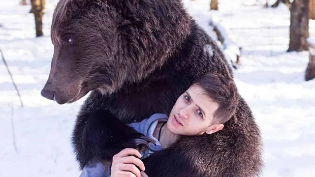 Mosca, orso sbrana domatore al circo: non l'avrebbe riconosciuto con la mascherina