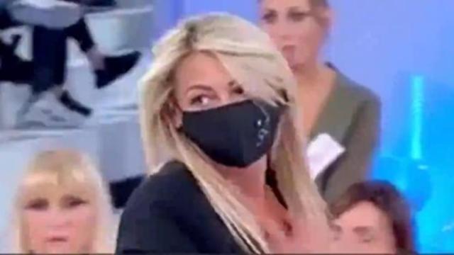 Uomini e Donne, Aurora attaccata da Gianni e Armando, proteste fan: 'Pessimi, è bullismo'