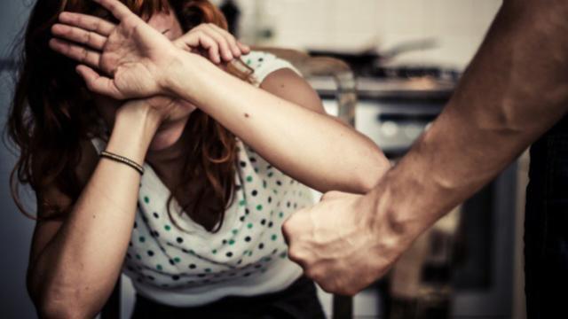 Reggio Calabria: accecato dalla gelosia uccide la moglie e chiama i carabinieri