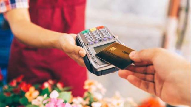 Bonus di Natale: 150 euro di incentivi per chi farà acquisti con la carta elettronica