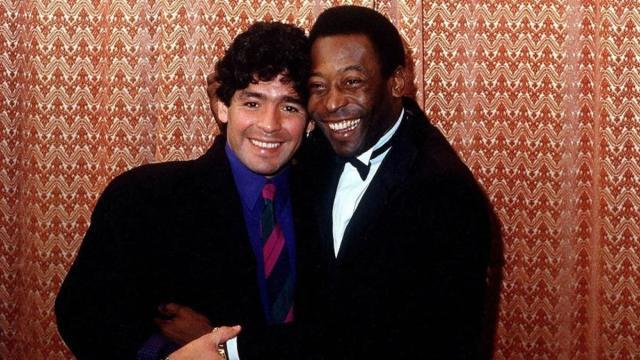 Pelé diz que o mundo perdeu uma lenda após morte de Maradona