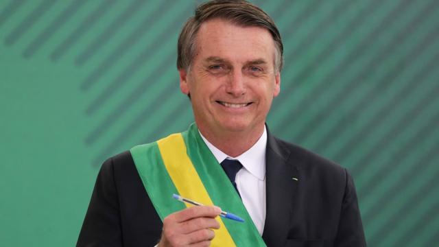 Bolsonaro diz em live que vacina contra Covid-19 será gratuita