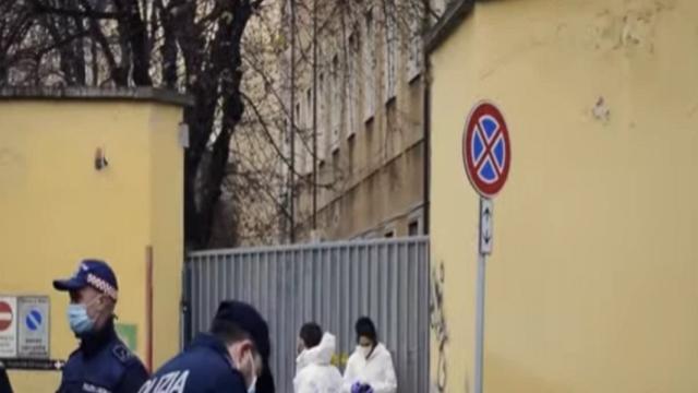 Milano, senzatetto perde la vita: investito da due camion della nettezza urbana