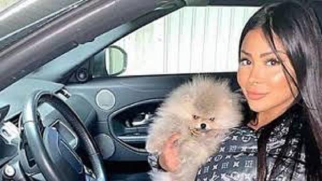 Maeva Ghennam a très peur que son chien Hermès se fasse euthanasier