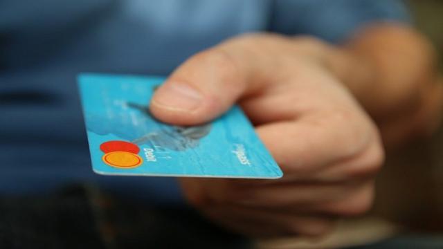 Cashback Natale, si parte l'8 dicembre con i rimborsi sui propri acquisti