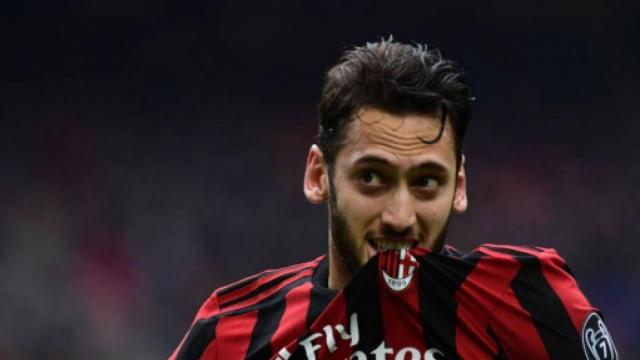Calciomercato Juventus, si seguono Locatelli, Calhanoglu e Giroud per gennaio (Rumors)