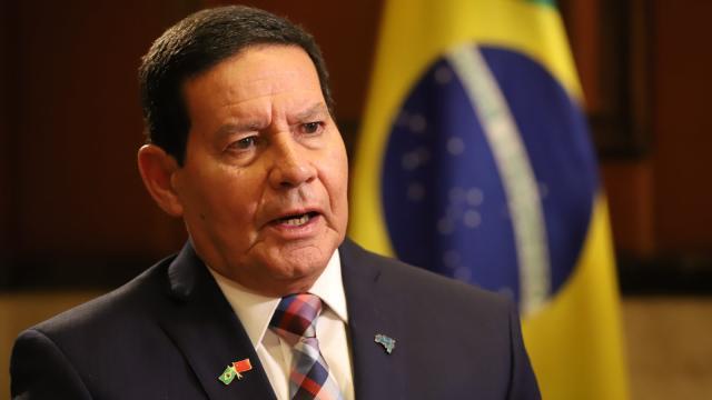 Mourão critica pedidos de impeachment e pede para deixarem Bolsonaro governar